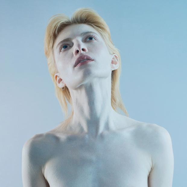 Стеклянные люди: Фотопроект Кати Яновой о меланхолии — Фотопроект на Wonderzine