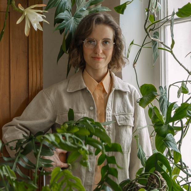 Дизайнер и биолог Ольга Марченко в квартире на «Петроградской» — Комната на Wonderzine