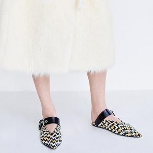 Главная обувь лета:  Мюли на плоской подошве — Тенденция на Wonderzine
