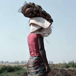 «Местность»: Обезличенный труд африканских крестьян — Фотопроект на Wonderzine