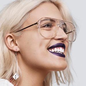 Как фиолетовая помада окончательно потеснила красную — Тенденция на Wonderzine