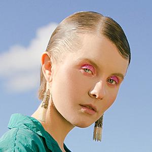 Новое имя: Певица и продюсерка Вика Пестрова — Музыка на Wonderzine