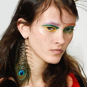 Неземная красота: 15 макияжей с Парижской недели моды — Красота на Wonderzine