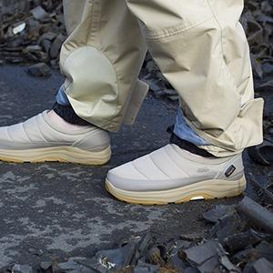 Комфортные слипоны: Как эта «немодная» обувь становится актуальной — Тенденция на Wonderzine