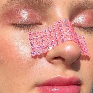 Клей, лепестки и глина: Визажистки и художницы об экспериментальном фейс-арте — Красота на Wonderzine