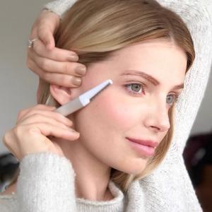 Дермапланинг: Бритьё пушка на лице как залог гладкого макияжа — Тенденция на Wonderzine
