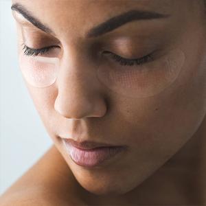 Патчи с микроиглами: Как работает средство для зоны вокруг глаз