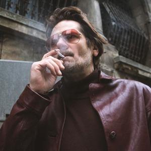 Считайте меня коммунистом: Румынский Ченнинг Татум в сериале «Товарищ детектив» — Сериалы на Wonderzine