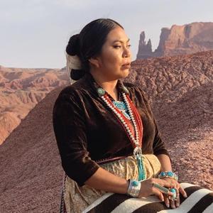 На кого подписаться: Яркий инстаграм ткачихи Найоми Глассес  — Развлечения на Wonderzine