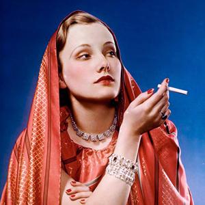 Факел «свободы»:Как женщины научились курить