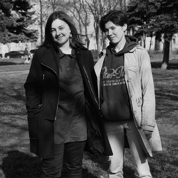 «Нам всем нужна жена»: Девушки о том, как устроен их бостонский брак