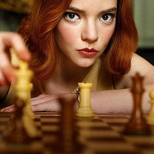 Сериал «Ход королевы»: Детские травмы, одиночество и шахматы — Сериалы на Wonderzine
