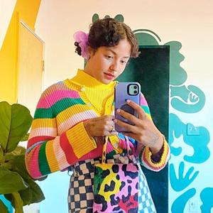 На кого подписаться: Буйство цвета в гардеробе фотографа Мишель Норрис — Стиль на Wonderzine