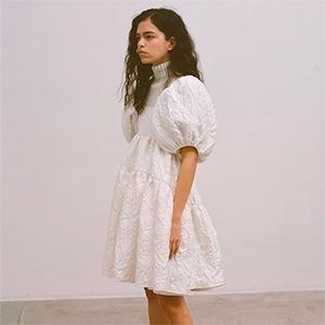 Хочется праздника: Как платья бэбидолл вновь оказались на пике — Тенденция на Wonderzine