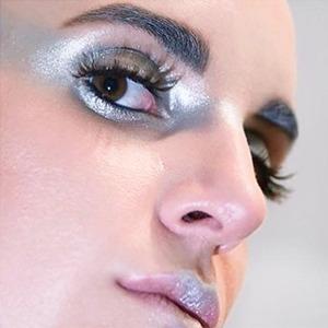 Вечное сияние:  Триумф металлика  в макияже