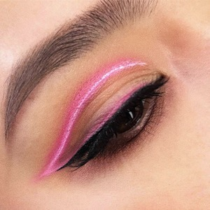 Неоновый макияж: 8 несложных приёмов и 16 удачных средств