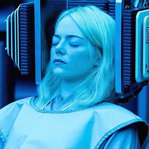 Сериал «Маньяк»: Эмма Стоун, Джона Хилл и компьютер в депрессии  — Сериалы на Wonderzine