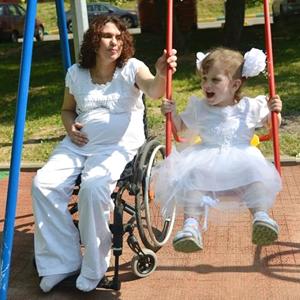 «В вашем положении лучше аборт»: Матери с инвалидностью о своей беременности — Хороший вопрос на Wonderzine