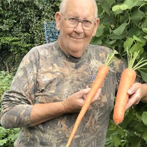 На кого подписаться: Садовод Джеральд Стратфорд, который выращивает гигантские овощи