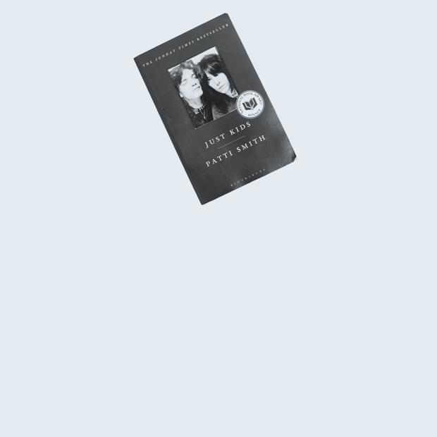 Волонтёрка центра «Сёстры» Елена Захарьева о любимых книгах — Книжная полка на Wonderzine