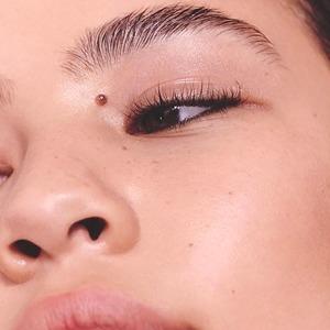 Как современный уход способствует моде на «голое лицо» — Мнение на Wonderzine
