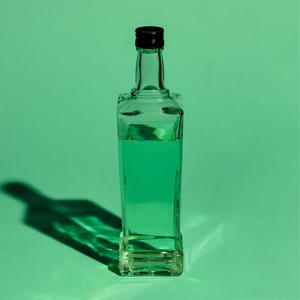 «У тебя были проблемы?»: Разные люди о том, как они отказались от алкоголя — Хороший вопрос на Wonderzine