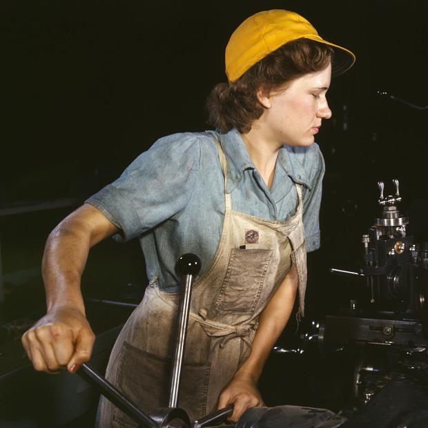 Семья плюс карьера: Как права женщин стали обязанностями