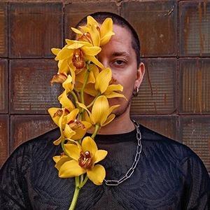 Above Gender Flowers: Мы открыли цветочный магазин для ЛГБТ — Личный опыт на Wonderzine