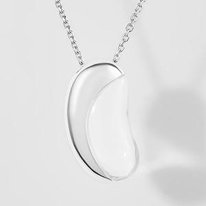 Вещь: Женщины о дорогих сердцу украшениях — Стиль на Wonderzine