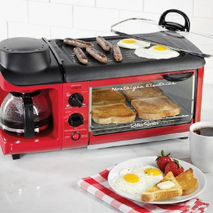 Три в одном: Тостер, плита  и кофеварка Nostalgia  для отличных завтраков — Вишлист на Wonderzine