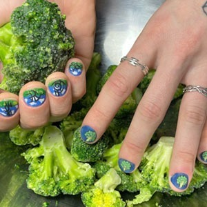 На кого подписаться: Яркий инстаграм с прикольными ногтями — Красота на Wonderzine
