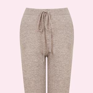 Мир трикотажа: Мягкие и тёплые брюки для холодных дней — Стиль на Wonderzine