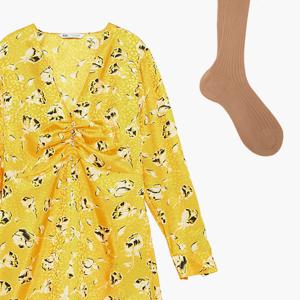 Комбо: Платье в цветочек с бежевыми колготками