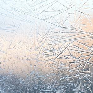 «Все думают, что я кокетничаю»: Девушки об аллергии на холод — Здоровье на Wonderzine