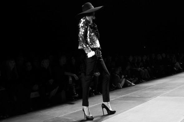 Парижская неделя моды: Показы Stella McCartney, Chloe, Saint Laurent, Giambattista Valli — Стиль на Wonderzine