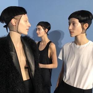 Микрокосы, влажные локоны и «паж»: Самые модные причёски осени
