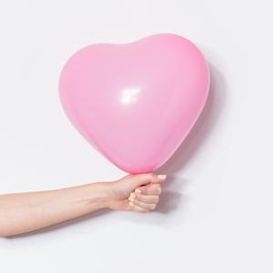 Чеклист: 5 признаков того, что вы всё ещё держитесь за прошлые отношения — Жизнь на Wonderzine