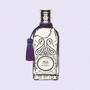 Идеальный «бабушник» и парфюмерные апокрифы: Лучшие ароматы прошлого года