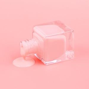 «Приятно жить в цветовой тишине»: Женщины об отказе от лака для ногтей — Красота на Wonderzine