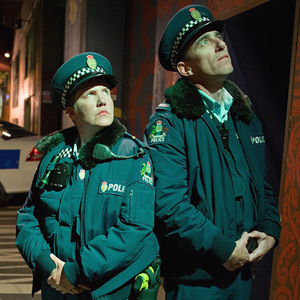 «Wellington Paranormal»: Спин-офф «Реальных упырей» о полиции и нечисти — Сериалы на Wonderzine