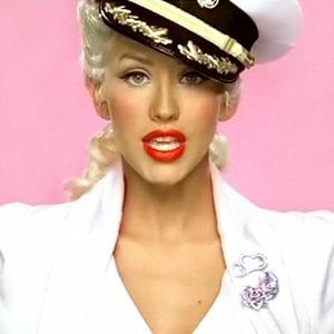 Вчерашний день:  Любимые макияжи из клипов нулевых — Красота на Wonderzine