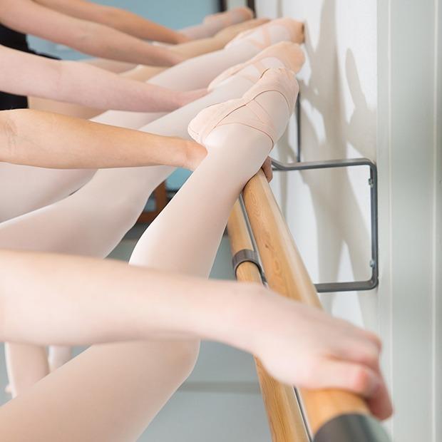 «Ты что, поела? Тебе нельзя есть»: Танцовщицы о токсичной стороне балетной учёбы — Жизнь на Wonderzine