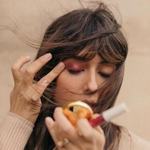 На кого подписаться: Новая марка визажистки Виолетт Серра — Красота на Wonderzine