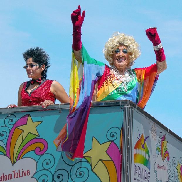Гордость без предубеждений:  Репортаж с гей-парада в Брайтоне