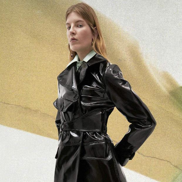 С чем носить лаковые вещи: 8 блестящих образов
