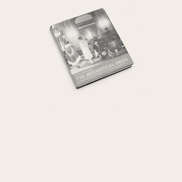 Шеф-редактор  «Теории моды»  Людмила Алябьева  о любимых книгах — Книжная полка на Wonderzine