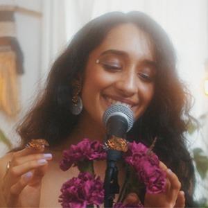 Новое имя: R'n'B-дива индийского происхождения Raveena Aurora — Музыка на Wonderzine