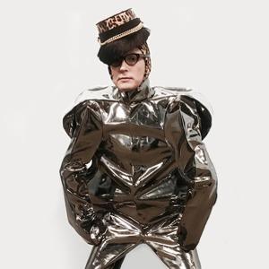 «Мои костюмы — это скафандры»: Художник Андрей Бартенев о красоте и самовыражении — Красота на Wonderzine