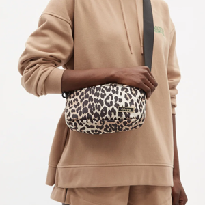 Лёгкие небольшие сумки Ganni — частично из переработанных материалов — Вишлист на Wonderzine