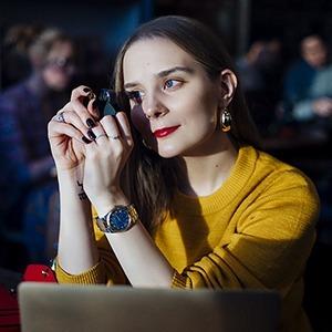 «Я всегда любила блестящие штуки»: Геммолог Надя Менделевич о работе с драгоценностями — Дело на Wonderzine